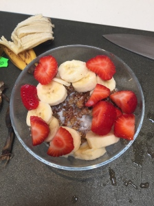 Delicious date granola with fresh fruit
